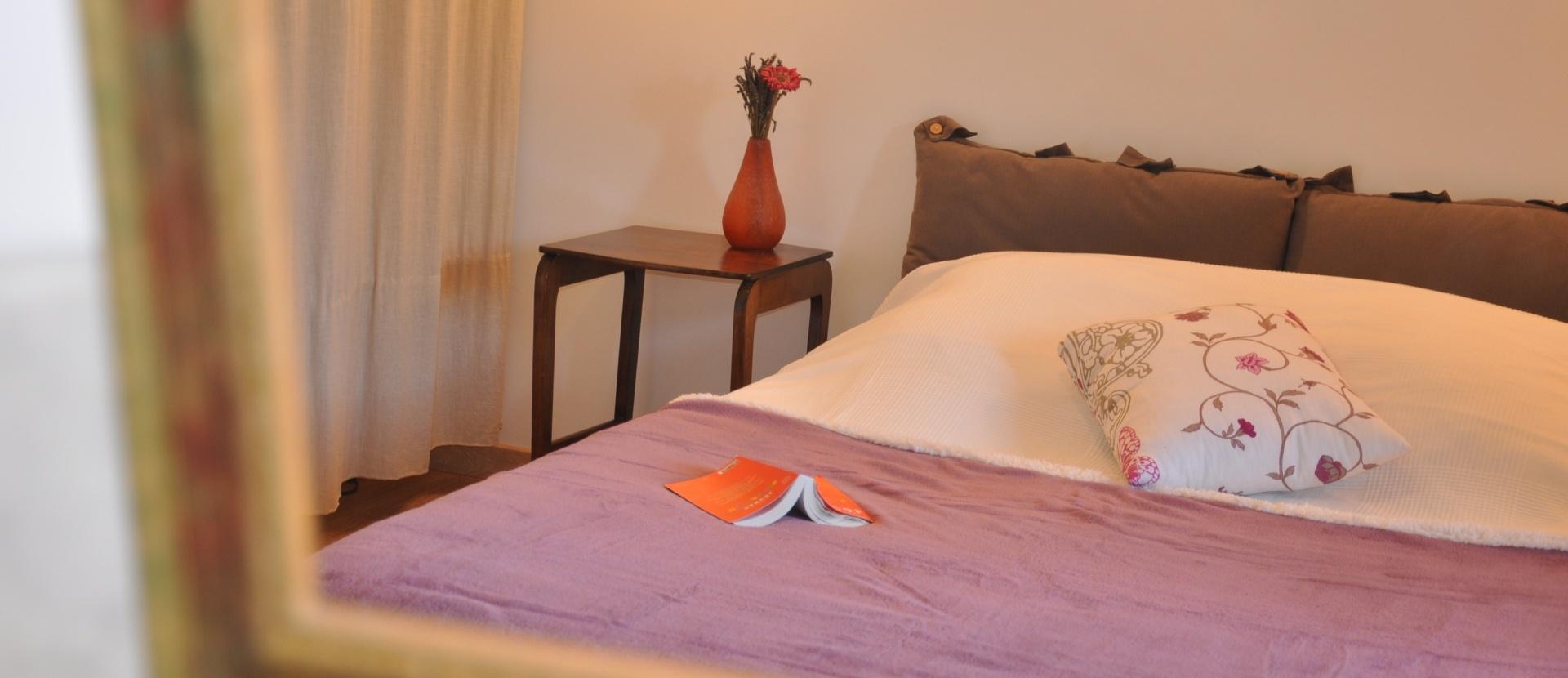 le g te carpe diem chateau d 39 alen on. Black Bedroom Furniture Sets. Home Design Ideas